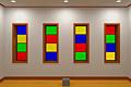 [原色カラーがまぶしすぎるカラフル窓がある部屋からの脱出ゲーム]カラフルな窓がある部屋からの脱出